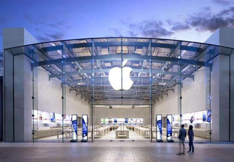 a picture of the flagship apple store before the new product launch